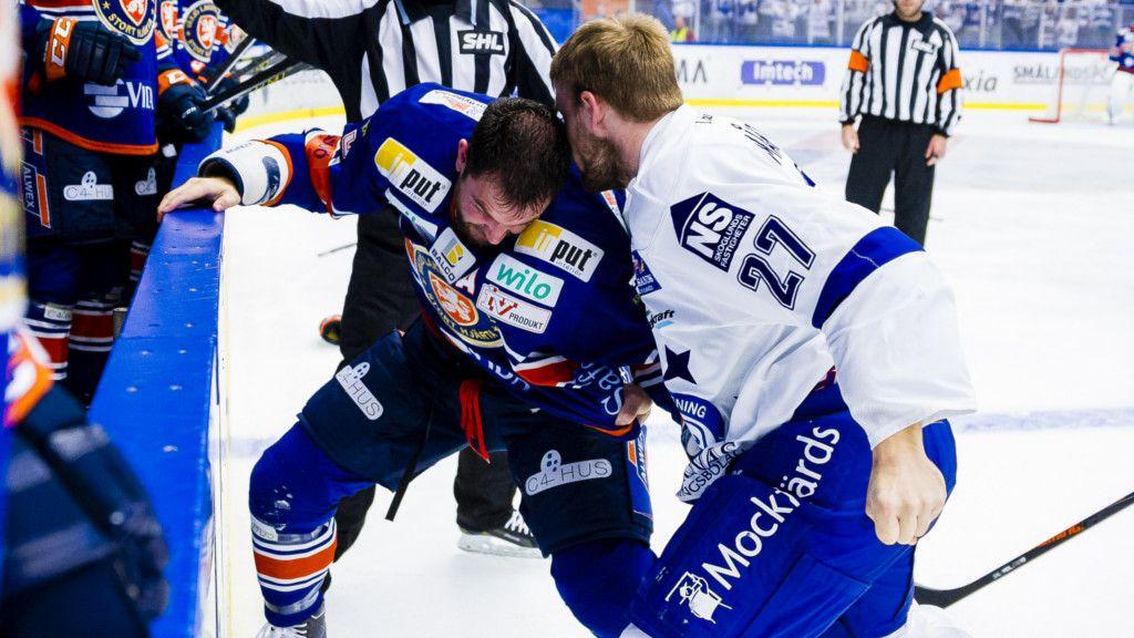 Viktor Mårtensson slåss mot Noah Welch.