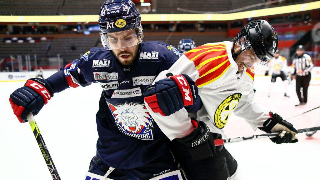 Oula Palve i ett möte med Brynäs under säsongen.