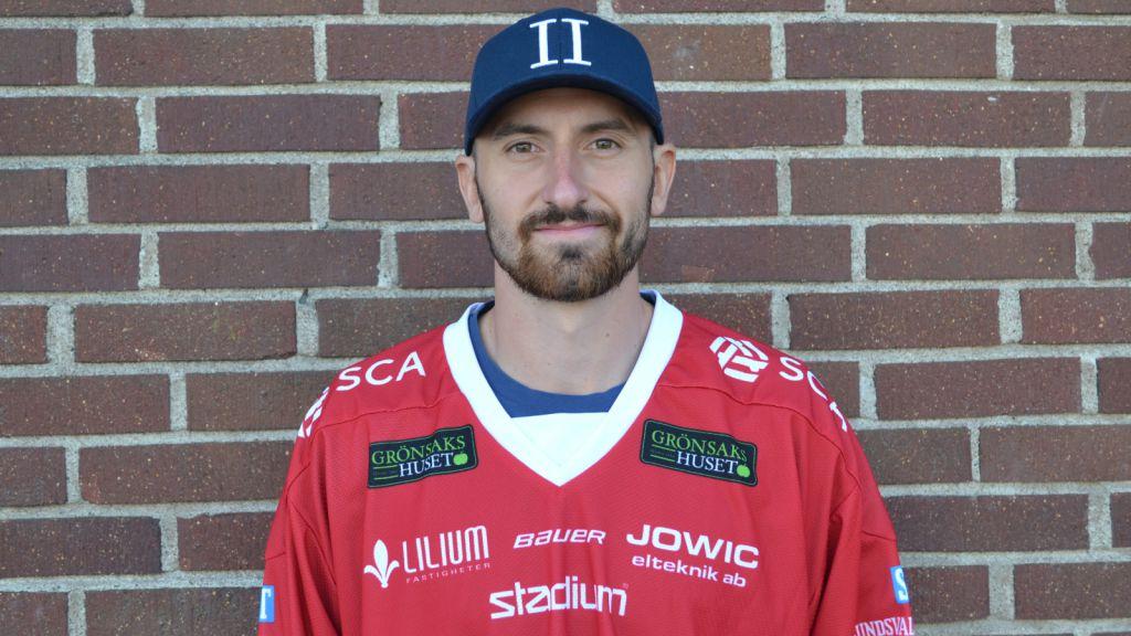 Albin Lundin har två äldre bröder som också spelar/har spelat hockey.