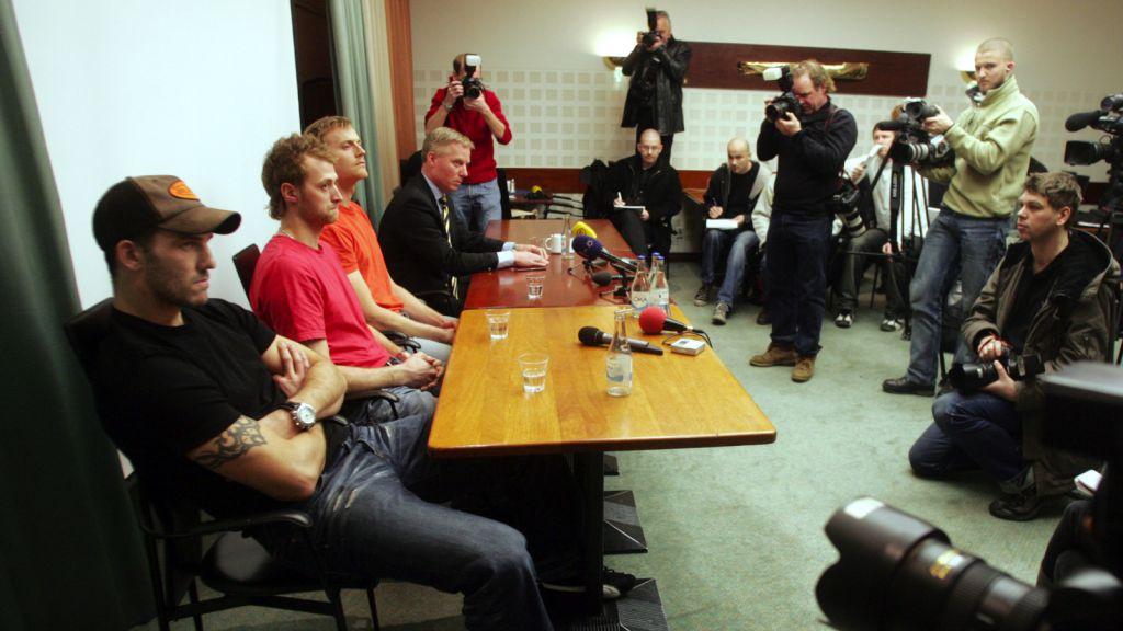 Andreas Lilja, Kristian Huselius och Henrik Tallinder möter pressen efter våldtäktsanklagelserna 2005.
