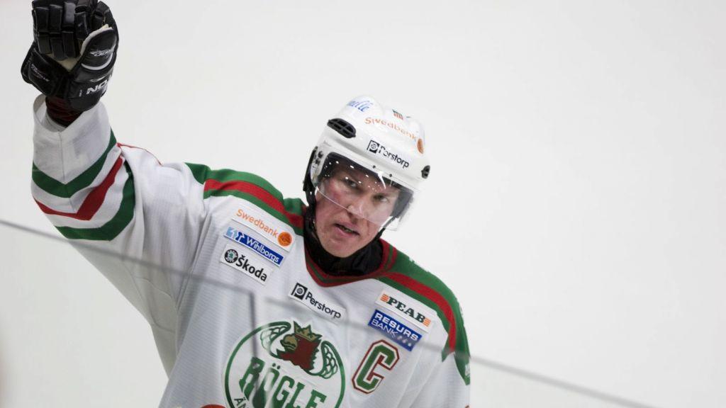 Kenny Jönsson i Rögle-tröjan.