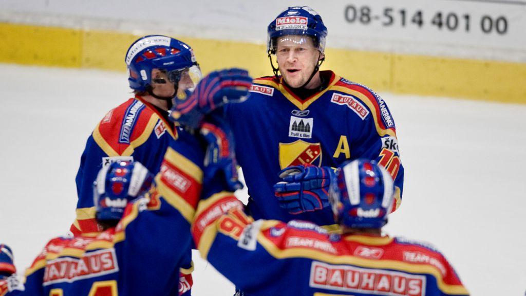 Marcus Ragnarsson vann backarnas poängliga i SHL vid återkomsten till Djurgården och utsågs till ligans bästa back 2009.