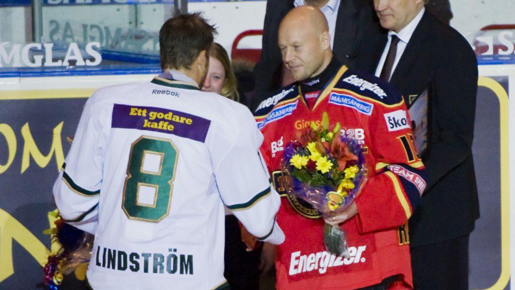 Ragnarsson tackades av på Hovet i november 2010.