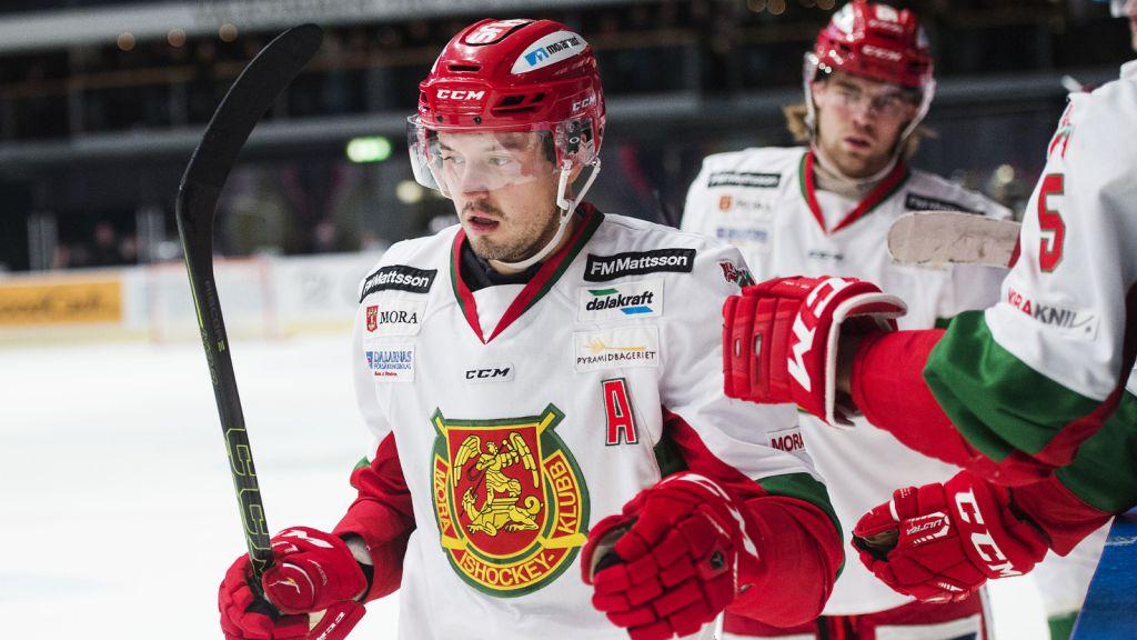 Alexander Deilert i Mora IK där han spelade under Jeremy Colliton.