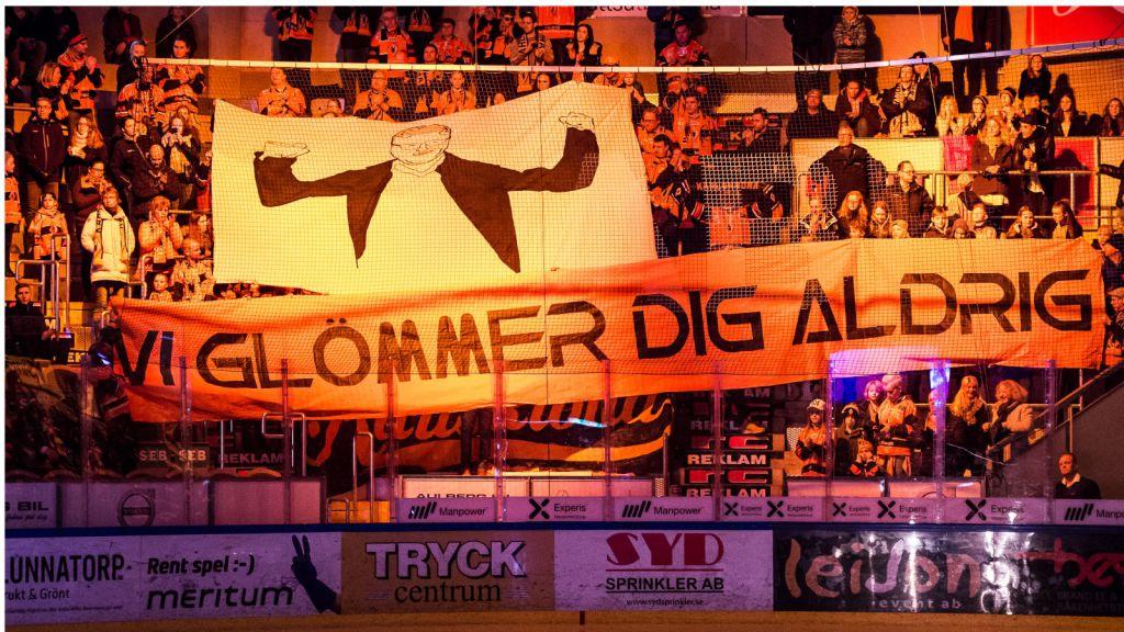 KHK-fansens hyllning till Hånberg efter att han hade fått sparken.
