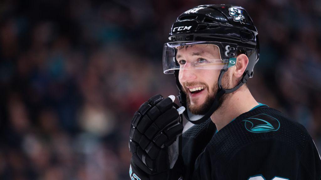 Melker Karlsson i Sharks-tröjan.