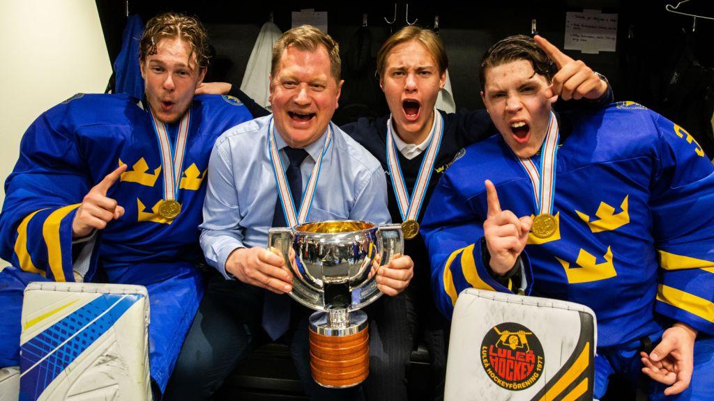 Jesper Wallstedt (t.h.) firar VM-guldet med Hugo Alnefelt (t.v.).