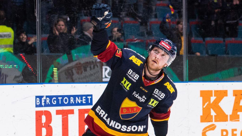 Linus Hultström leder backarnas skytteliga i SHL.