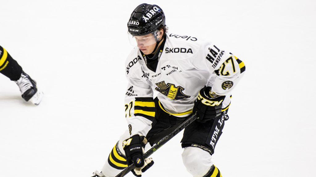Filip Bratt i AIK-tröjan.