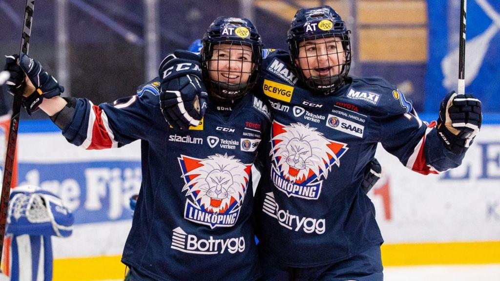 Madelen Haug Hansen (vänster) har blivit en förebild för de yngre spelarna – däribland Linnea Johansson.