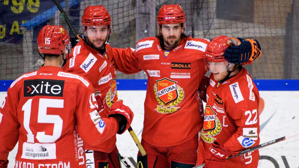 Johan Eriksson (mitten) har fått en pangstart i Almtuna.