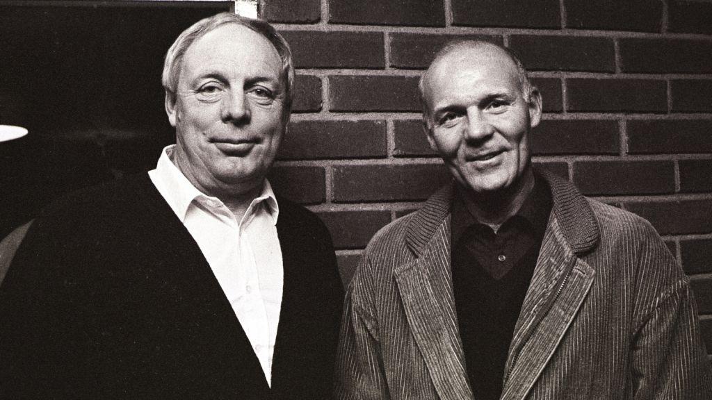 Djurgårdsikonerna Lasse Björn och Rolle Stoltz poserar tillsammans 1983.