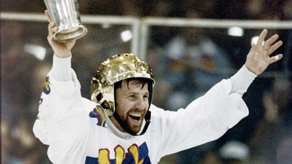 Mats Näslund firar SM-guldet med Malmö 1992.
