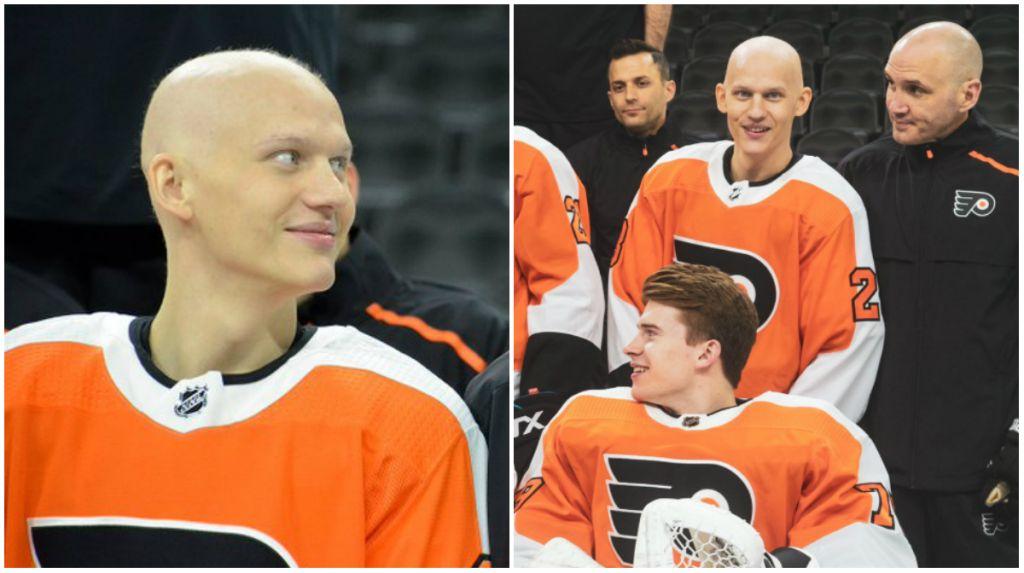 Oskar Lindblom deltog när Philadelphia Flyers tog sitt lagfoto.