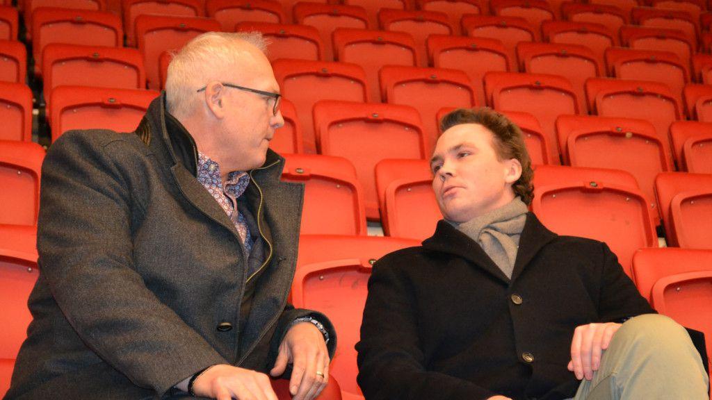 Vita Hästens ordförande Rickard Rauge tillsammans med Fordell.