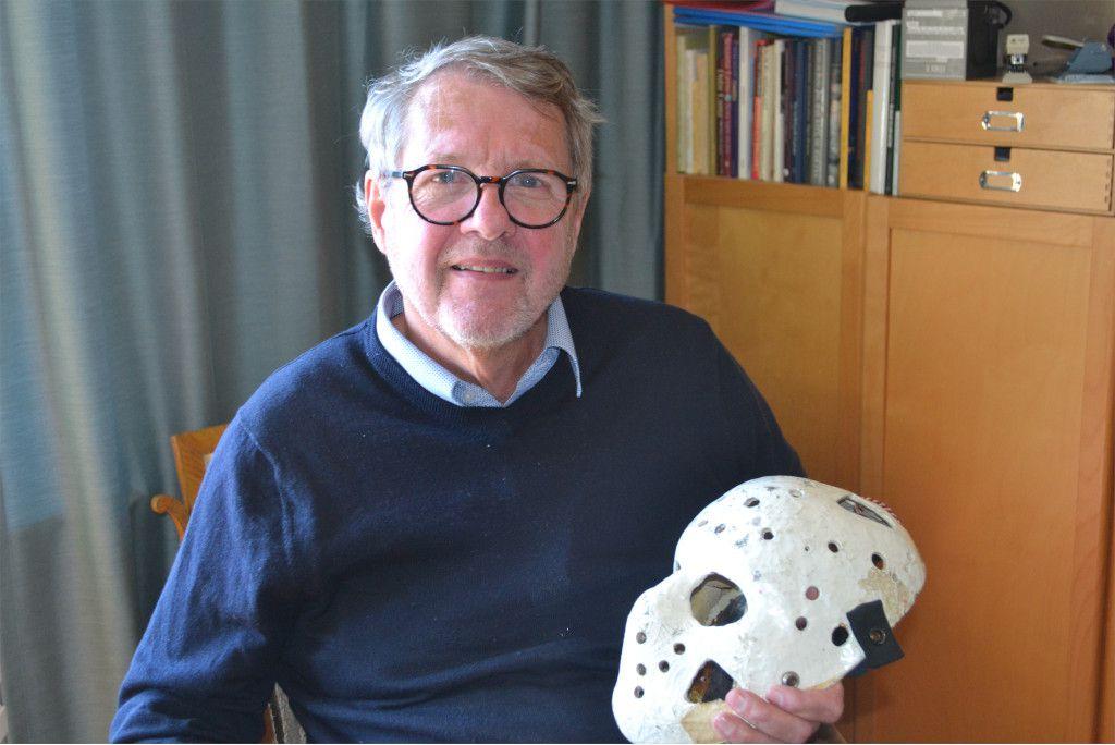 Kenneth Holmstedt med sin första målvaktsmask.