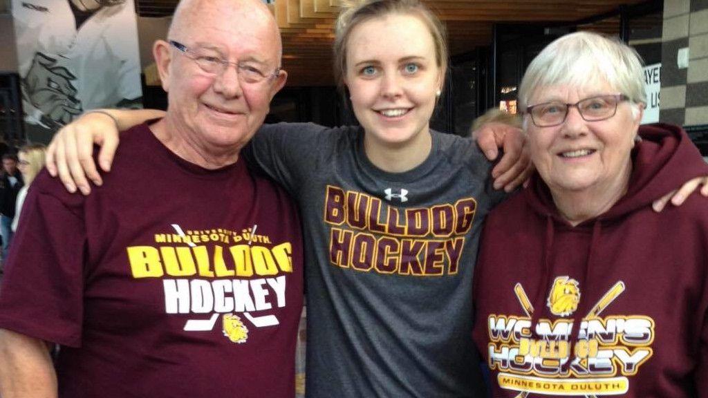 Michelle Löwenhielm med sin farfar och farmor.