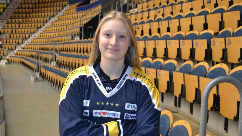 Mira Markström i HV-tröjan.