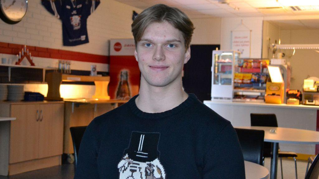 Debuterade i SHL - nu blir det collegehockey för juniormålvakten