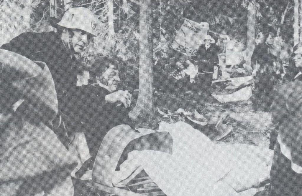 Frölundaspelare räddas ur skogen utanför Gävle efter att deras plan störtat.