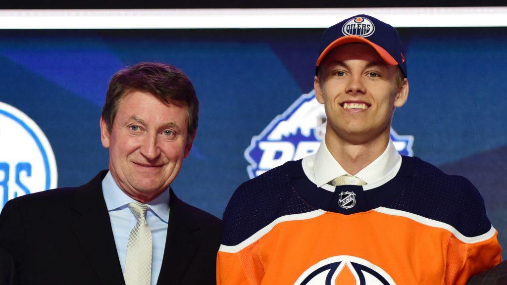 Wayne Gretzky och Philip Broberg.