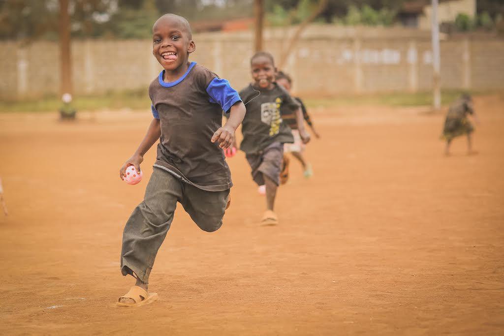 Skrattande barn - den bästa belöningen i uppdragen.
