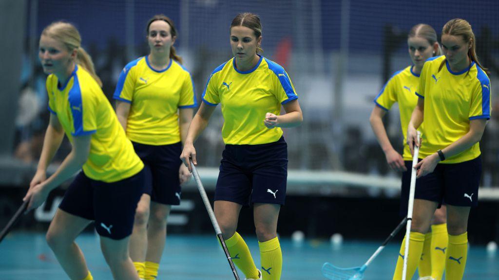 Extra: U19-damernas trupp till Bosönlägret