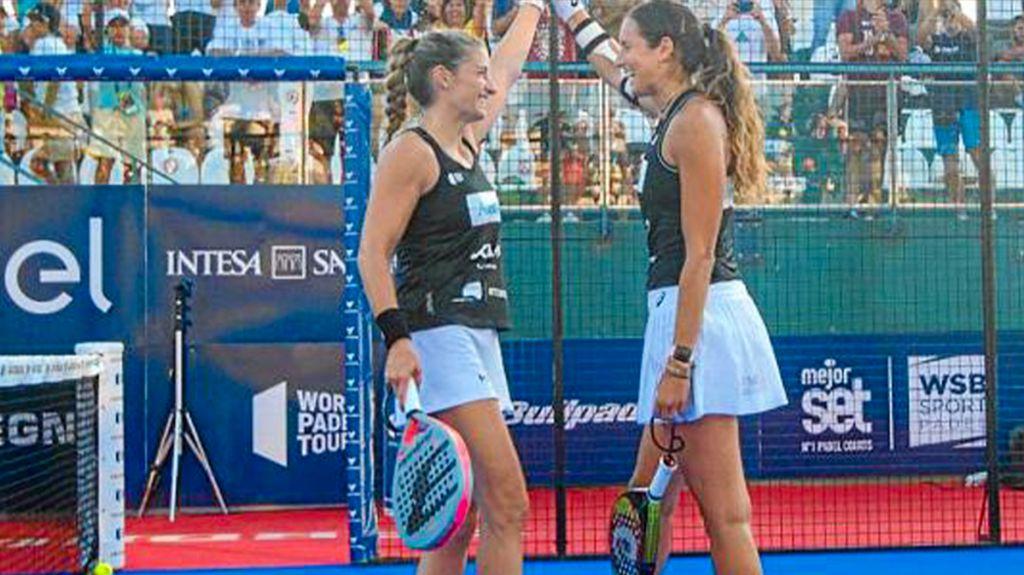 Ale Salazar och Gemma Triay firar efter segern på Sardinien.
